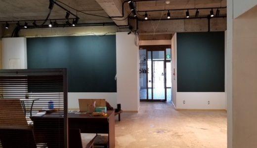 1F スタジオの壁に黒板のクロスを貼ってみました