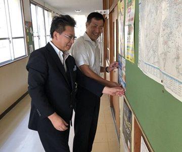 坂ノ市中学校にボランティアバザーのポスターを貼らせていただきました。