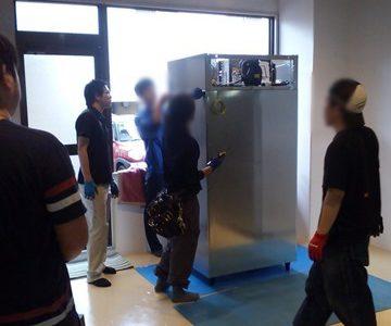 クラウドファンディングで頂いた寄付金で購入した冷凍庫を搬入しました
